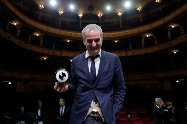 ZURICH, SWITZERLAND - OCTOBER 01:  Olivier Assayas poses with his 'Tribute to...' award on stage during the Award Night Ceremony during the 12th Zurich Film Festival on October 1, 2016 in Zurich, Switzerland. The Zurich Film Festival 2016 will take place from September 22 until October 2.  (Photo by Andreas Rentz/Getty Images)